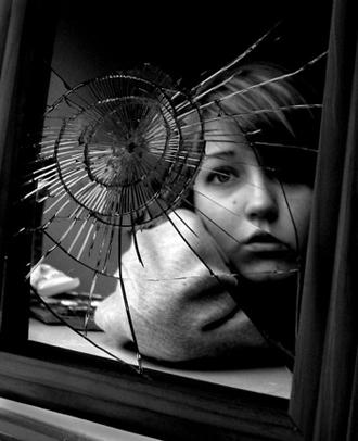 La passion des po mes po mes tristes le miroir est for Miroir casse